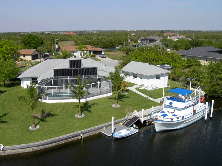 Tropical Paradise Bed and Breakfast - Port Charlotte, FL