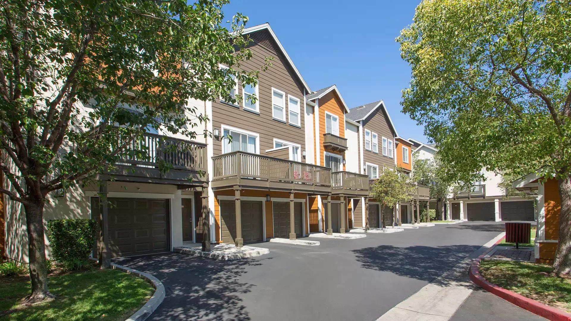 Artisan Square Apartments - Northridge, CA