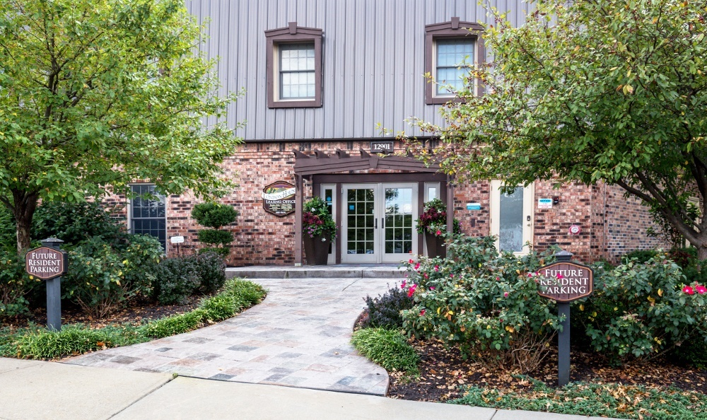 London House Apartments - Lenexa, KS