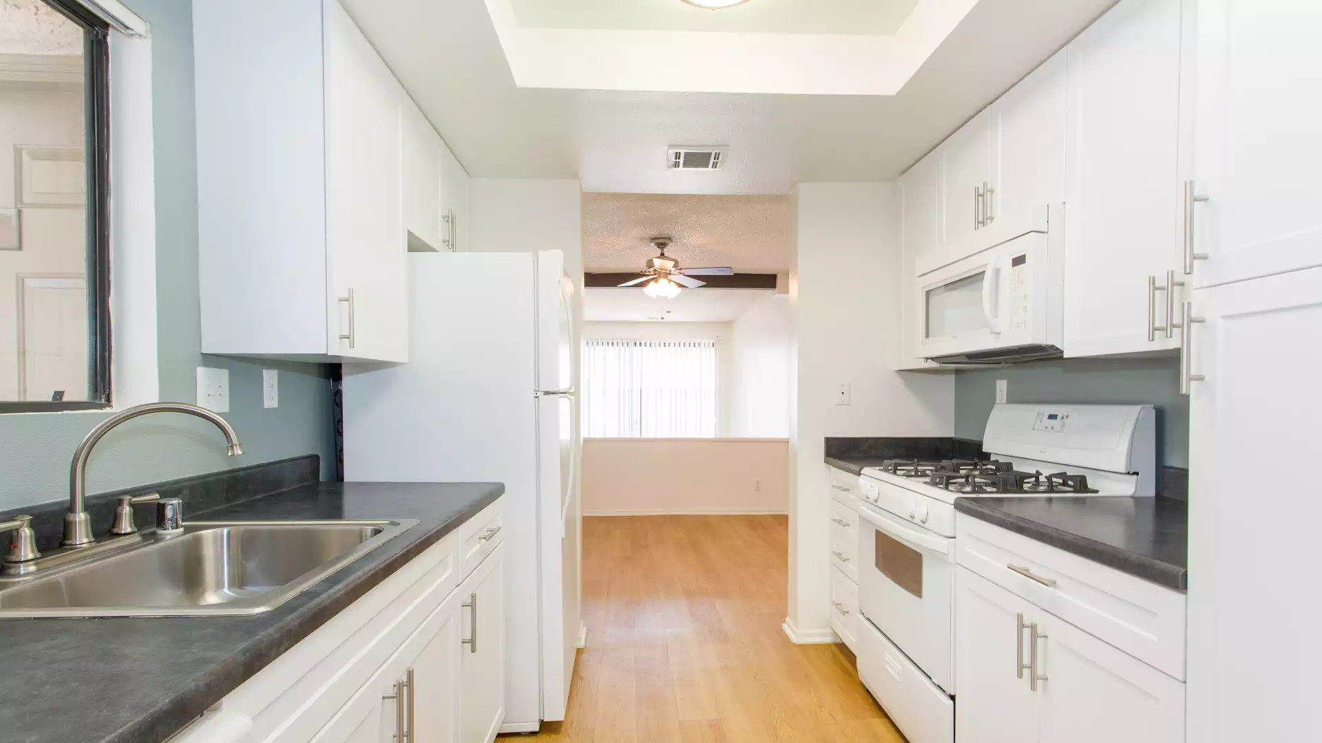 Country Oaks Apartments - Oak Park, CA