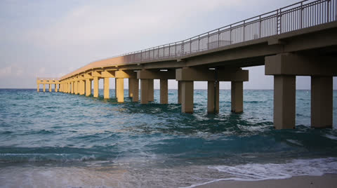 3054 A pier in Miami.