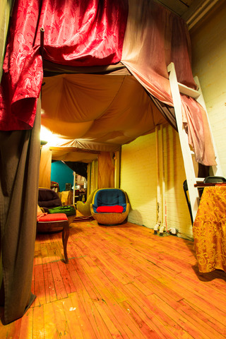 South_private_room.slide