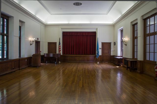 Assembly_room.slide