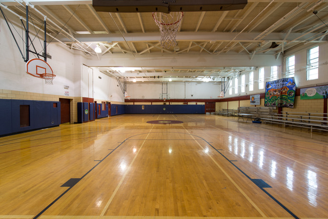 Can-amundsenpark-gymnasium-2015-1.slide