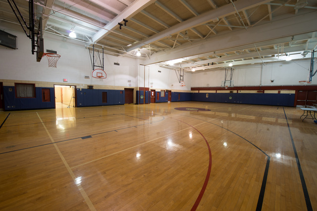 Can-amundsenpark-gymnasium-2015-2.slide