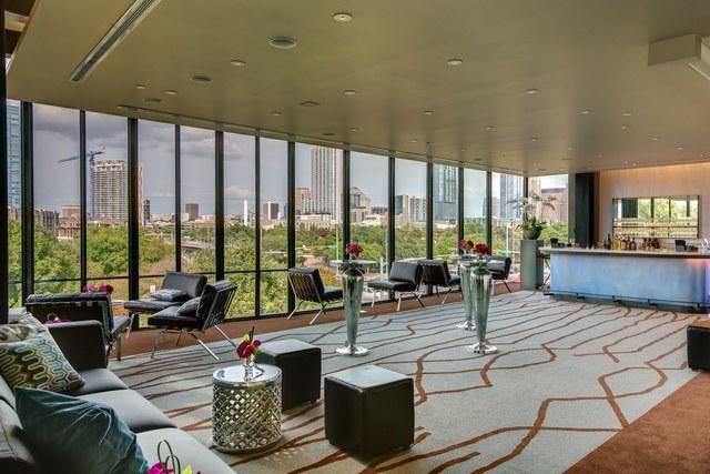 Topfer_-_skyline_lounge.slide