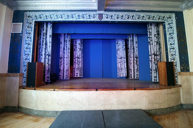 Hall_stage.slide