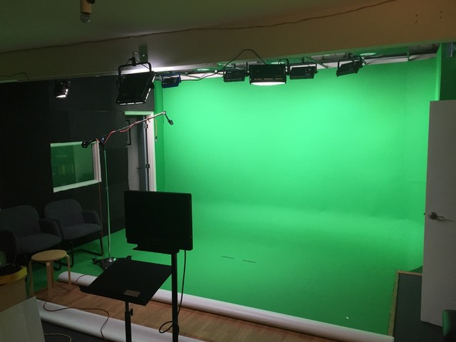 Green_screen_studio_1.original.slide