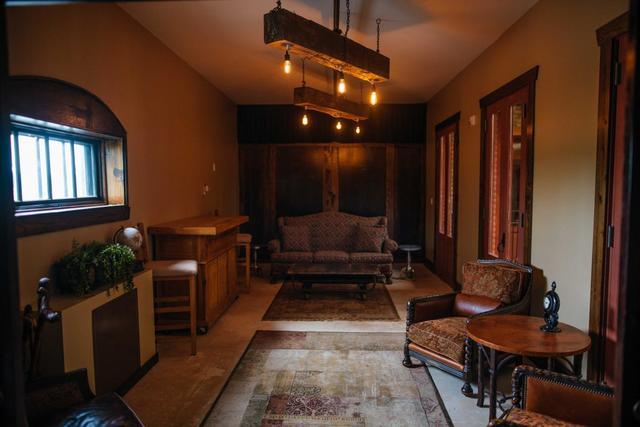 Hacienda_meeting_room.slide