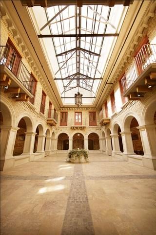 Hacienda_courtyard_2.slide