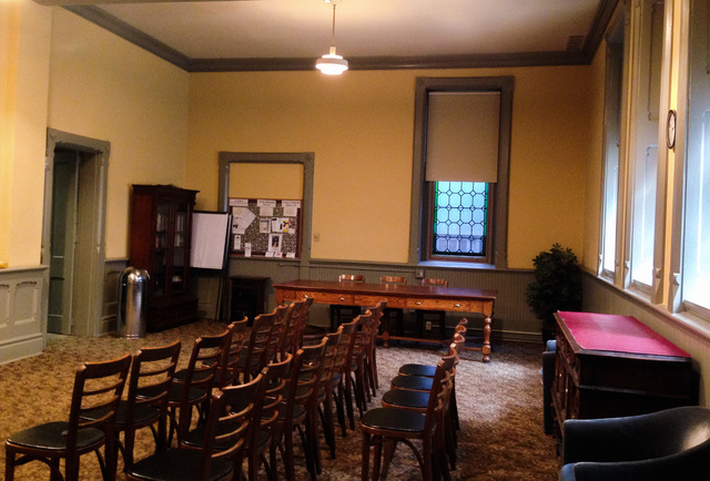 French-room-chairs-small-meeting.slide