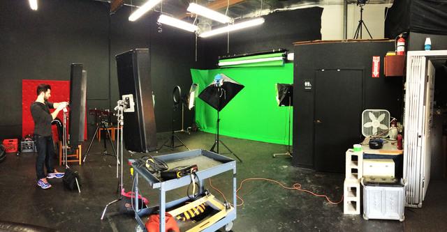 Photo_film_stage_-_los_angeles_studio_rental_-_hollywood_burbank_film_production_rental_space_greenscreen.slide