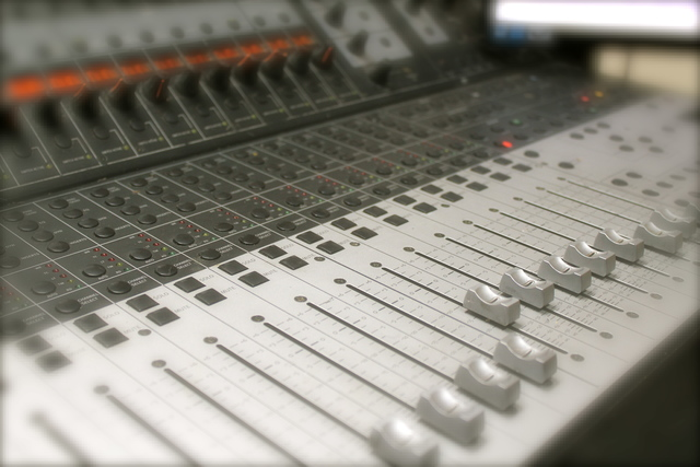 360_sound_studios_close_up_mixing_desk.slide