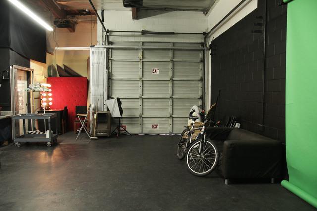 La_event_space_rental_-_photo_studio_rental_-_pop-up_shop_space_-_film_location_rental_-_gate_closed_interior.slide