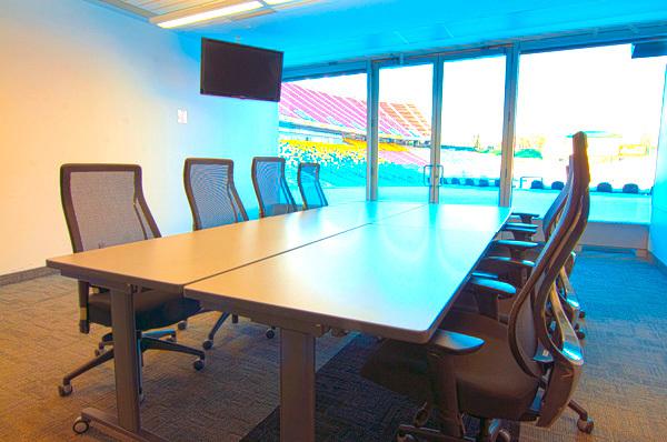Commonwealth_meetingroom202_-204.slide