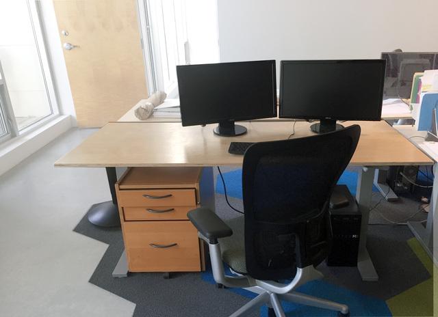 4_desk.slide
