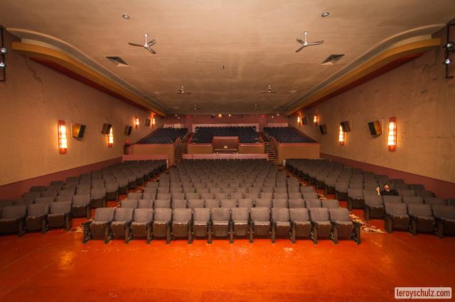 Metro_cinema_seating.slide