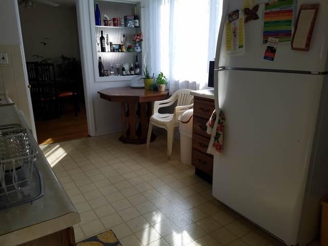 Kitchen_from_den.slide