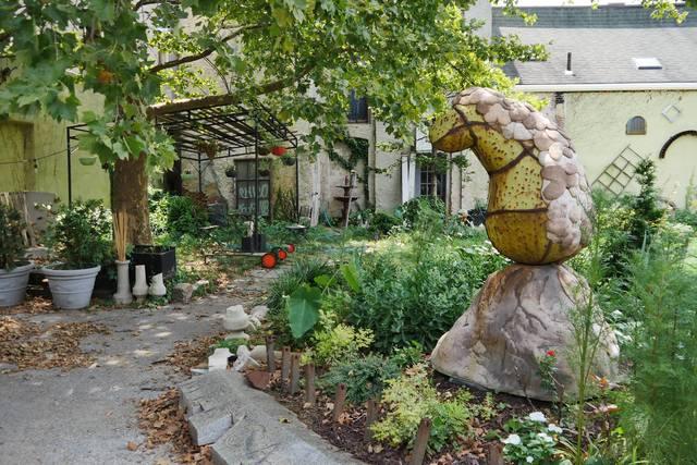 Sculpture_courtyard_2.slide