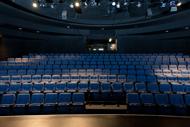 Theater_seats_empty.slide