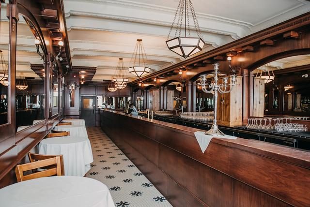 Hotel_selkirk_-_mahogany_lounge1.slide