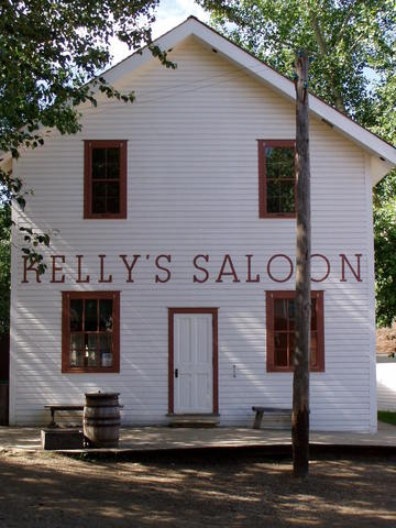 Kelly's_saloon_-_exterior_2.slide