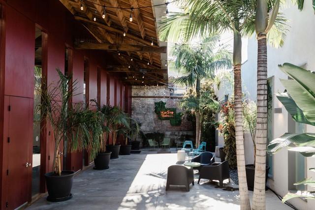 Kst_courtyard.slide