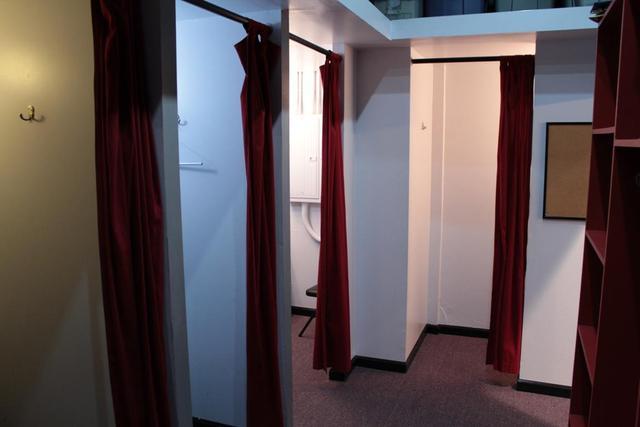 Backstage_-_dressing_rooms.slide