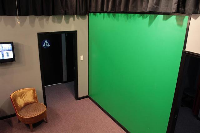 Backstage_-_green_screen.slide