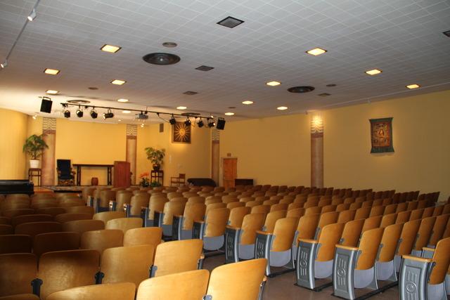 Auditorium_005.slide