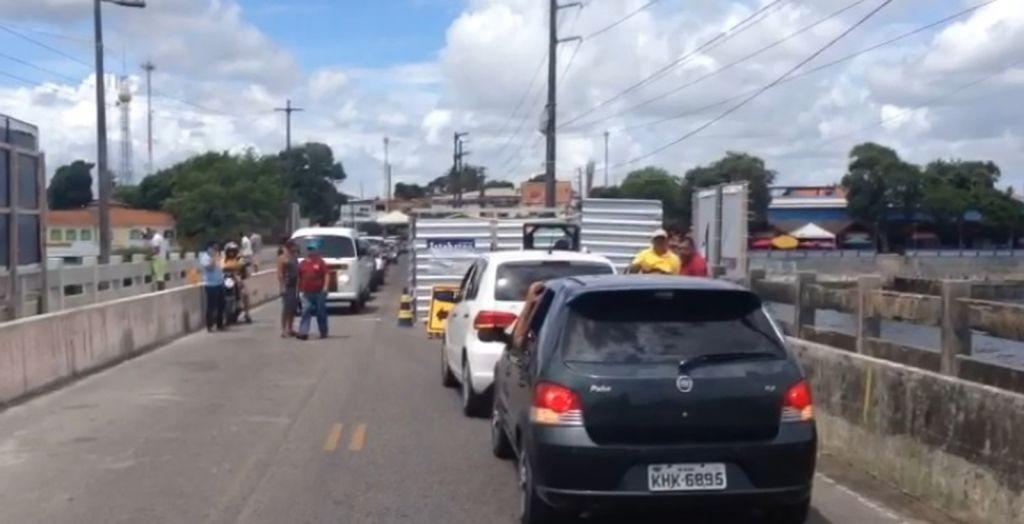 Motoristas ficaram trancados na ponte que liga Itapissuma a Itamaracá
