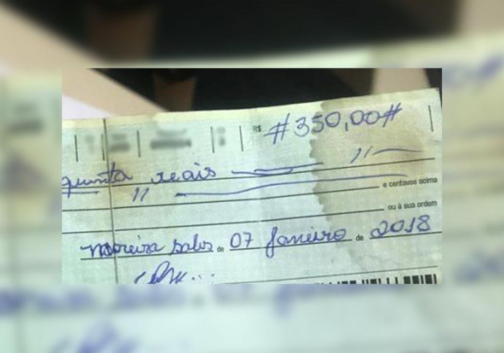 A compra foi realizada com uma folha de cheque furtada numa residência que havia trabalhado