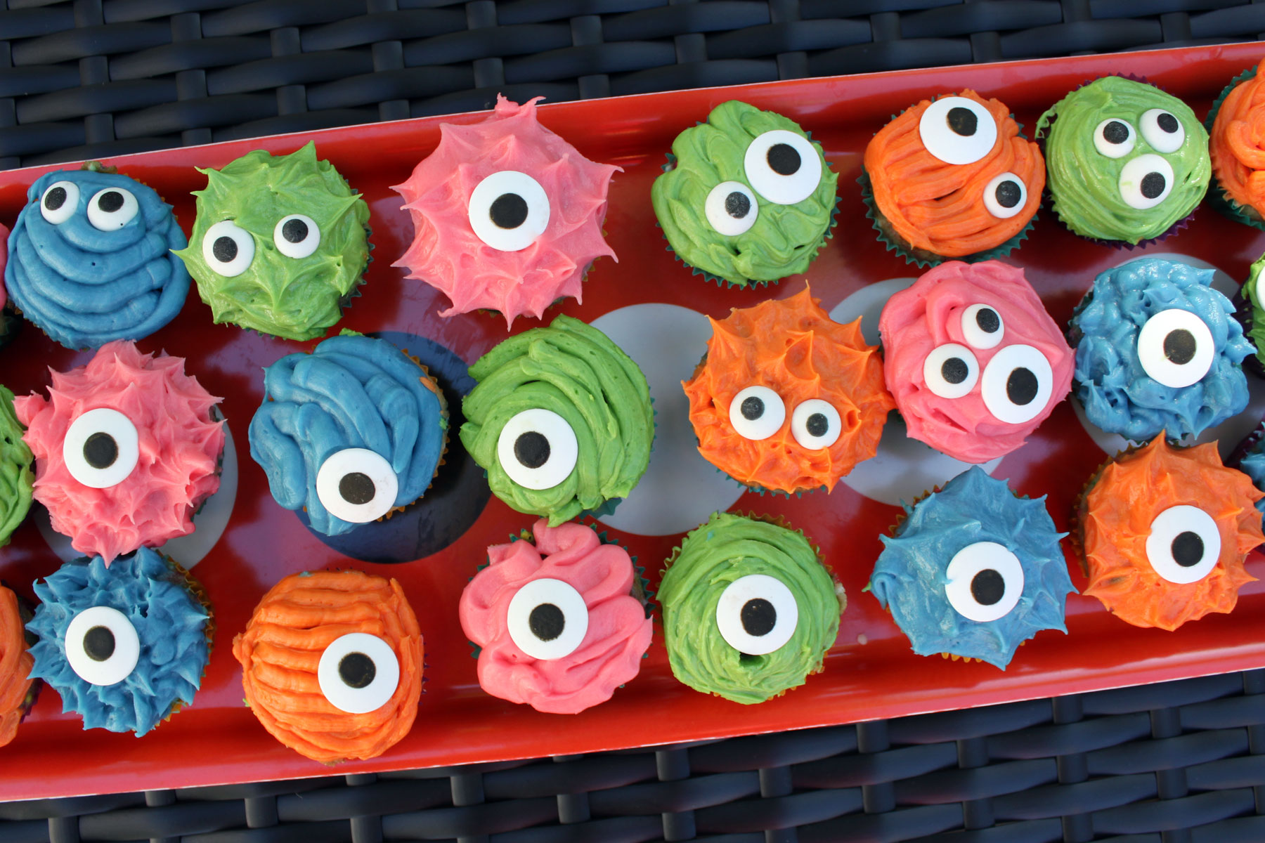 Cute Halloween Monster Cupcakes Images amp Pictures Moyuk