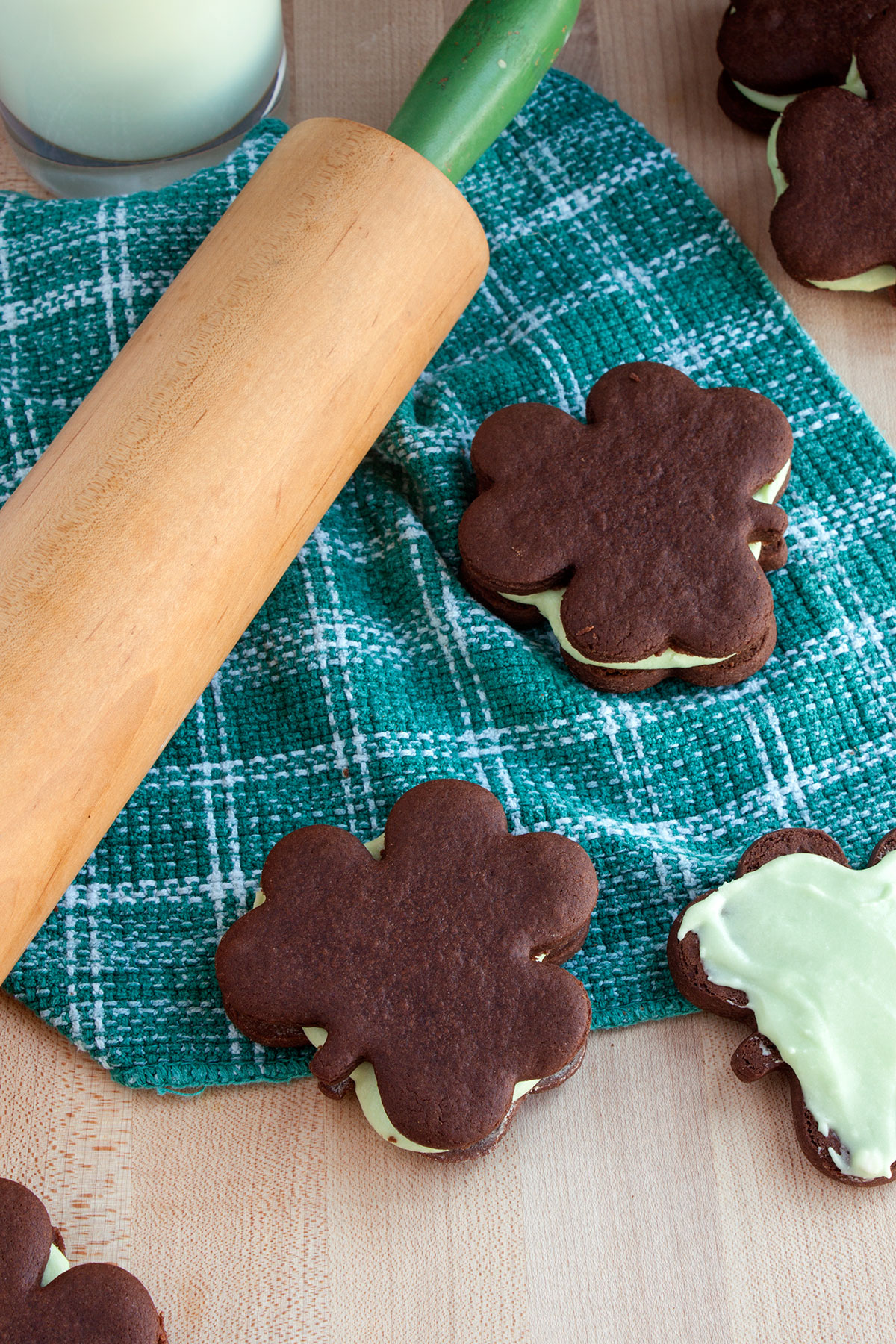 Mint Chocolate Shamrock Sandwich Cookies- Paint the Gown Red