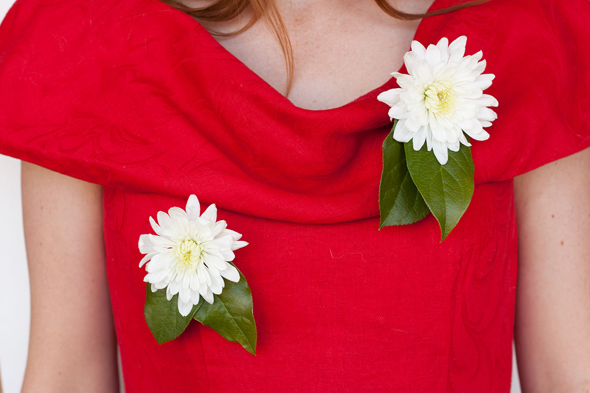 DIY #1 Mom Fresh Flower Ribbon- Paint the Gown Red