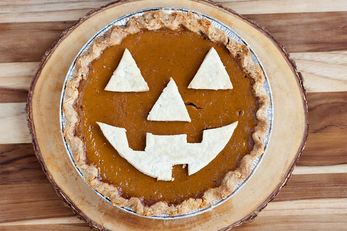 Jack O' Lantern Pumpkin Pie on eHow- Paint the Gown Red