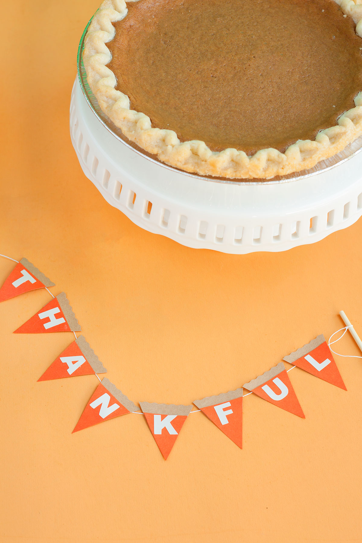 DIY Pumpkin Pie Topper- Paint the Gown Red