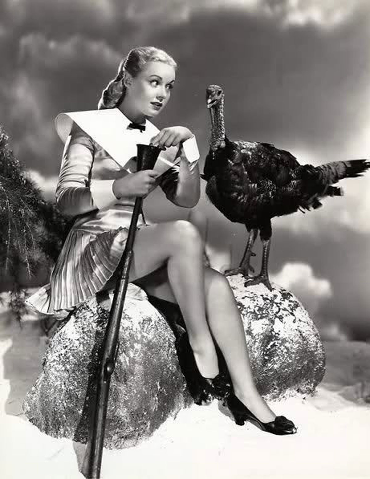 Vintage thanksgiving paint the gown red for Classic christmas films black and white