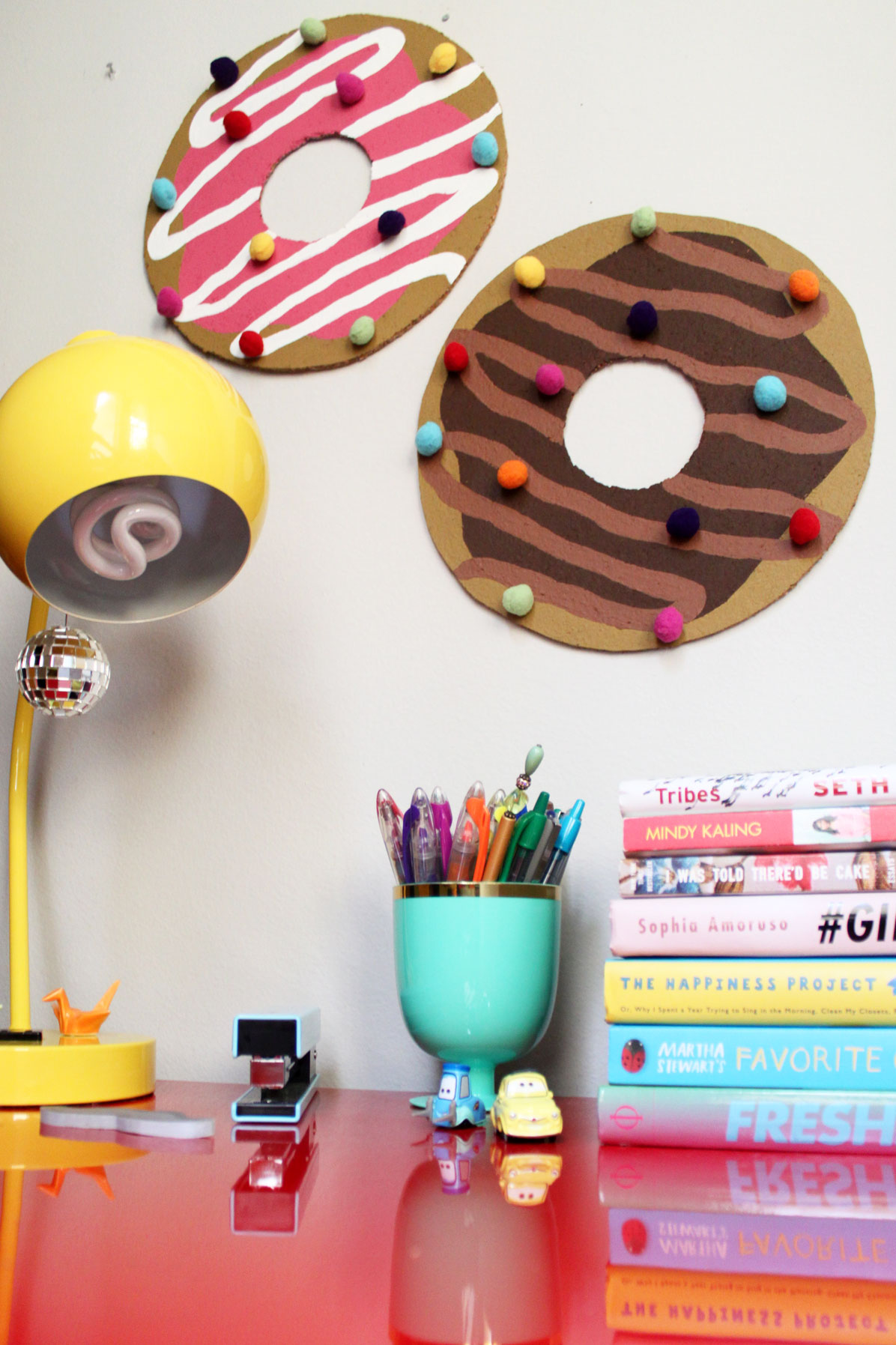diy donut bulletin board w sprinkle push pins paint the gown red. Black Bedroom Furniture Sets. Home Design Ideas
