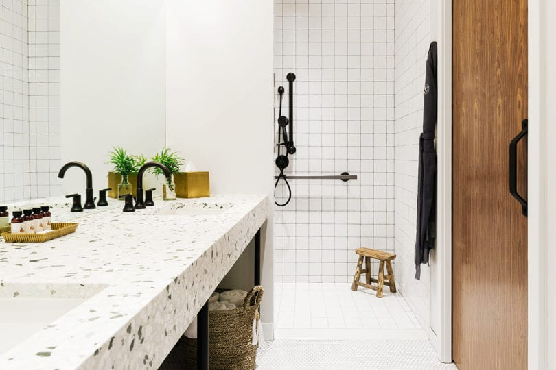 Silver Lake - bathroom