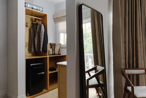 Westwood deluxe king closet detail