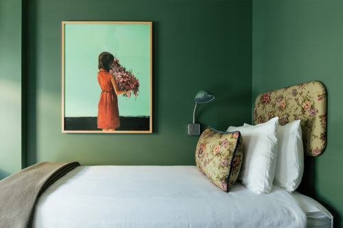Seattle twin bed painting