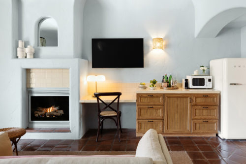 sb room dtail with fireplace