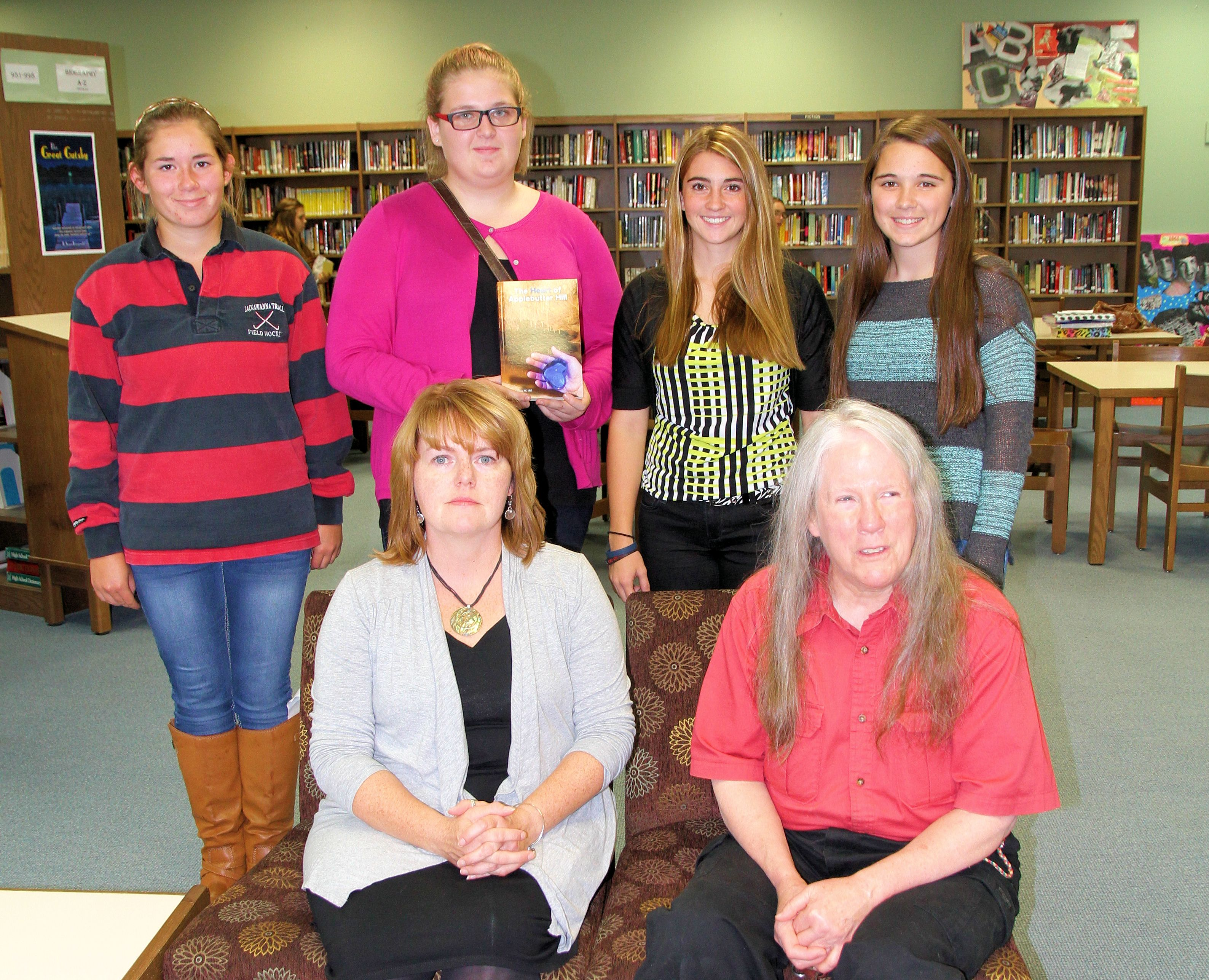 Author Donna Hill with students (1)