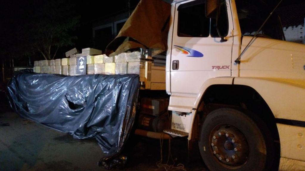 Caminhão carregado de entorpecentes foi rastreado pela Denarc de Maringá, do Mato Grosso do Sul até Nova Esperança.
