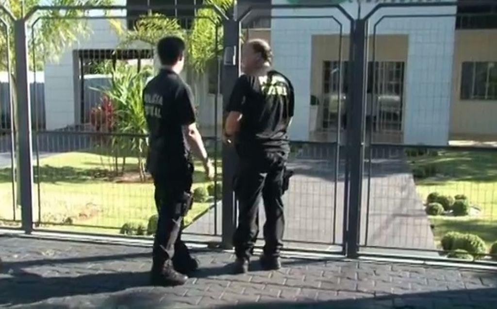 Os agentes chegaram por volta das 6 horas da manhã de hoje na sede da empresa investigada