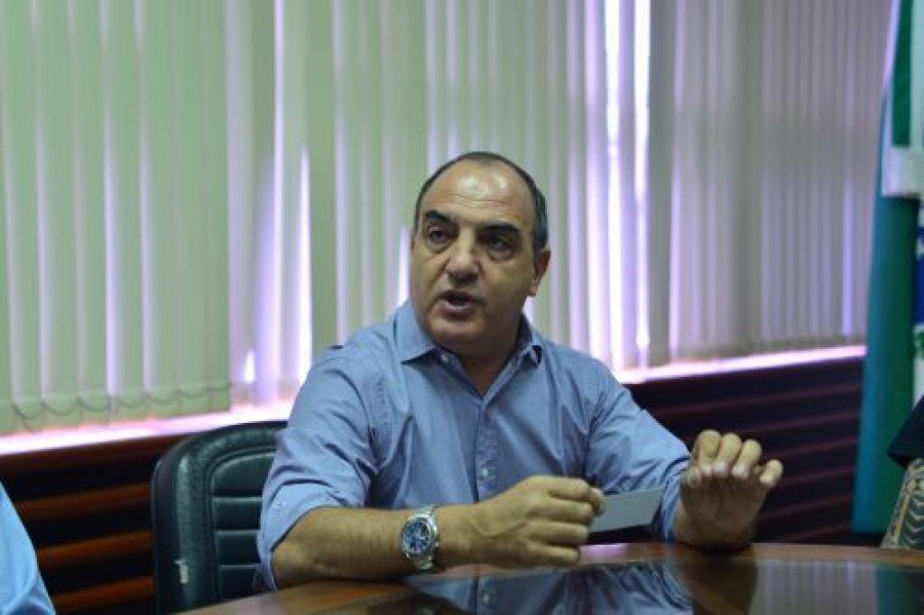 Mounir Chaowiche, presidente da Sanepar, durante visita a Paranavaí
