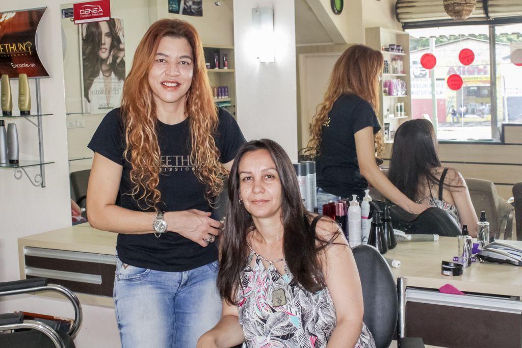 Nívia Alves conheceu o tratamento durante uma visita de rotina ao salão e se surpreendeu com os resultados