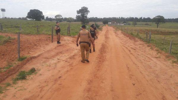 Policiais durante as buscas pelos suspeitos (Imagem/Polícia Militar)