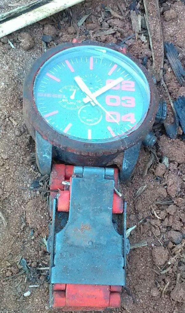 O relógio foi encontrado junto aos ossos da vítima; agora, a família deve identificar o objeto